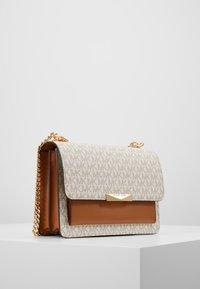 MICHAEL Michael Kors - JADE - Handbag - vanilla - 3