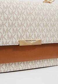 MICHAEL Michael Kors - JADE - Handbag - vanilla - 6