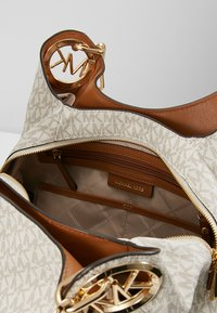 MICHAEL Michael Kors - LILLIE CHAIN TOTE  - Shopping Bag - vanilla/acrn - 4