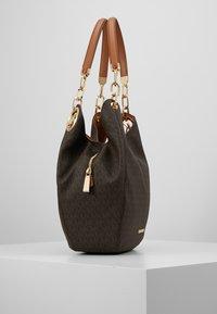 MICHAEL Michael Kors - LILLIE CHAIN TOTE  - Shopping bags - acorn - 3