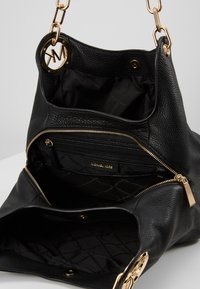 MICHAEL Michael Kors - LILLIE CHAIN TOTE SMALL - Torebka - black - 4