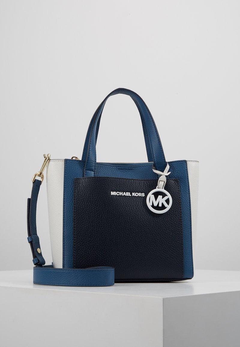 MICHAEL Michael Kors - POCKET MESSENGER - Handtasche - dark/chabray/multi