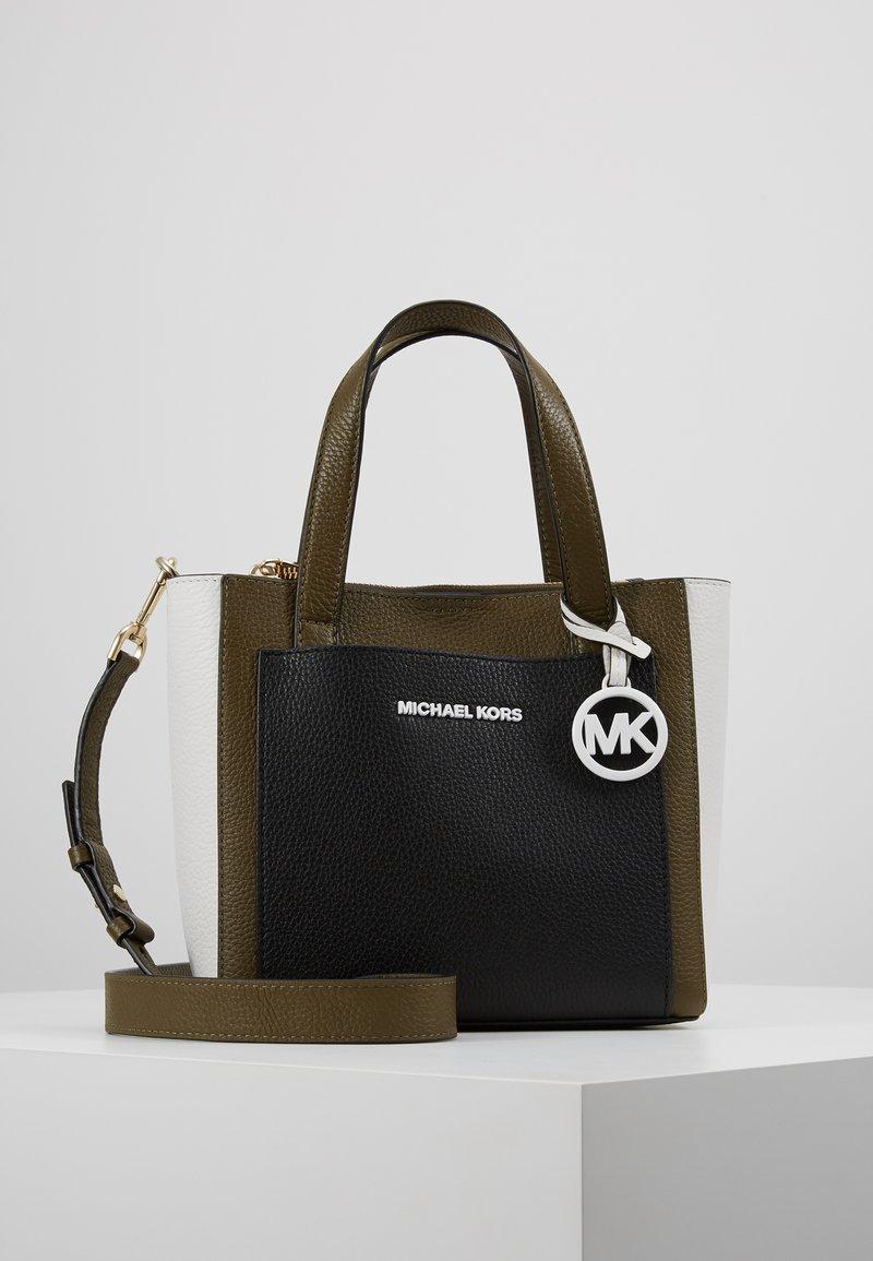 MICHAEL Michael Kors - POCKET MESSENGER - Bolso de mano - olive/multi