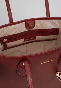 MICHAEL Michael Kors - SAYLOR TOTE - Tote bag - brandy - 4
