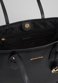 MICHAEL Michael Kors - SAYLOR TOTE - Tote bag - black - 4