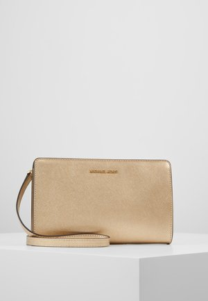JET SET TRAVEL CROSSBODY - Umhängetasche - pale gold