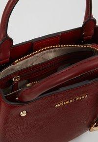 MICHAEL Michael Kors - ARIELLE SATCHEL MERCER PEBBLE - Handbag - brandy - 4