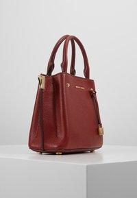 MICHAEL Michael Kors - ARIELLE SATCHEL MERCER PEBBLE - Handbag - brandy - 3
