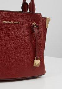 MICHAEL Michael Kors - ARIELLE SATCHEL MERCER PEBBLE - Handbag - brandy - 6