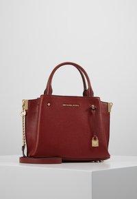 MICHAEL Michael Kors - ARIELLE SATCHEL MERCER PEBBLE - Handbag - brandy - 0
