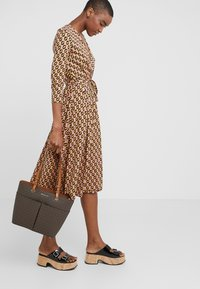 MICHAEL Michael Kors - Shopping bag - acorn - 1