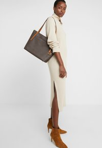 MICHAEL Michael Kors - Shoppingveske - brown/acorn - 1