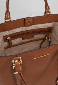 MICHAEL Michael Kors - BEDFORD LEGACY GRAB TOTE - Handbag - luggage - 4