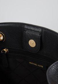 MICHAEL Michael Kors - JET SET CHAIN LEGACY - Axelremsväska - black - 4