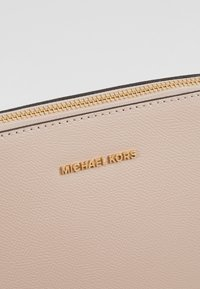 MICHAEL Michael Kors - Sac bandoulière - soft pink - 6