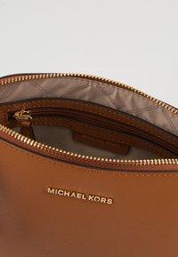 MICHAEL Michael Kors - Schoudertas - luggage - 4