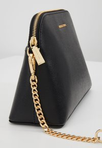 MICHAEL Michael Kors - Across body bag - black - 6