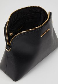 MICHAEL Michael Kors - Across body bag - black - 4
