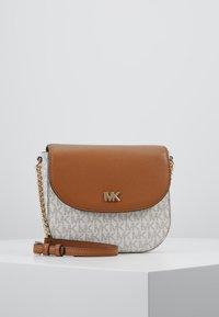 MICHAEL Michael Kors - HALF DOME CROSSBODY - Across body bag - vanilla - 0