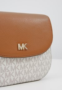MICHAEL Michael Kors - HALF DOME CROSSBODY - Across body bag - vanilla