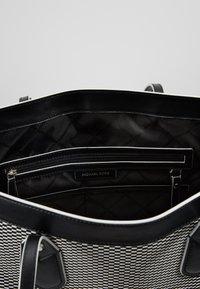 MICHAEL Michael Kors - Bolso shopping - black - 4