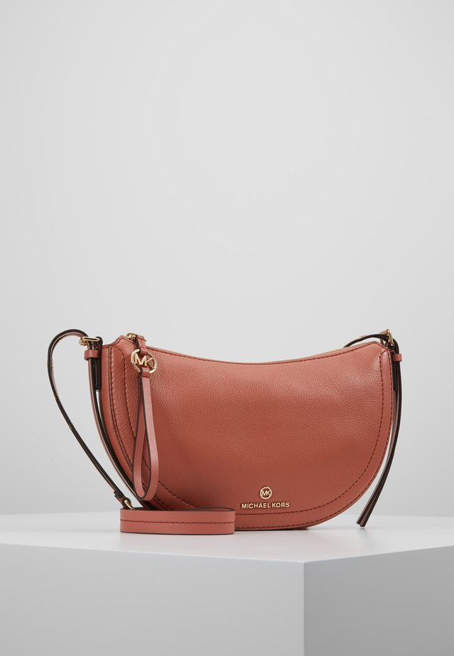 CAMDEN SMALL - Borsa a tracolla - sunset peach