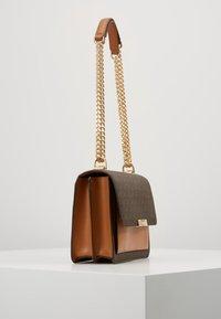 MICHAEL Michael Kors - JADELG GUSSET - Across body bag - vanilla - 6
