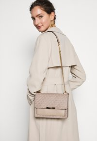 MICHAEL Michael Kors - GUSSET - Across body bag - truffle - 1