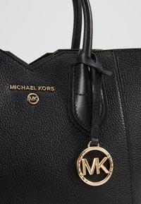 MICHAEL Michael Kors - MAE MERCER PEBBLE - Bolso de mano - black - 6