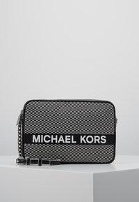 MICHAEL Michael Kors - Borsa a tracolla - black/optic white - 0