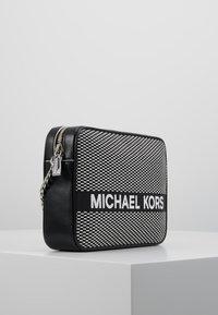 MICHAEL Michael Kors - Borsa a tracolla - black/optic white - 3