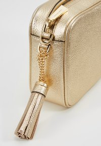 MICHAEL Michael Kors - Across body bag - pale gold - 6
