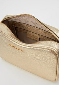 MICHAEL Michael Kors - Across body bag - pale gold - 4