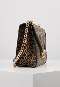 MICHAEL Michael Kors - MIXED SCALE PRINTED WHITNEY  - Handtasche - brown / black - 3