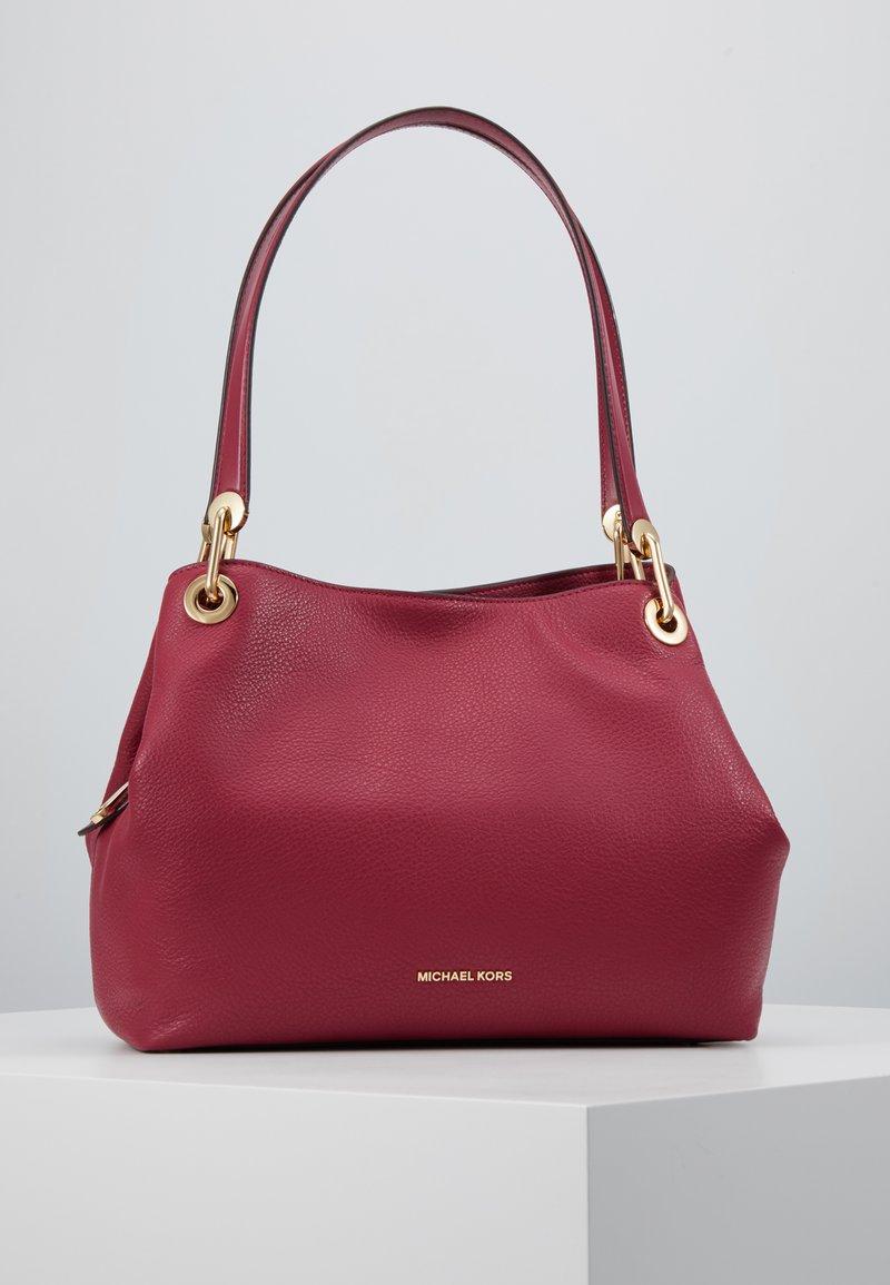 MICHAEL Michael Kors - RAVEN TOTE SMAL PEBBLE  - Handbag - berry