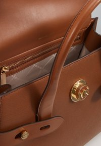 MICHAEL Michael Kors - CARMENLG FLAP SATCHEL - Kabelka - luggage - 3