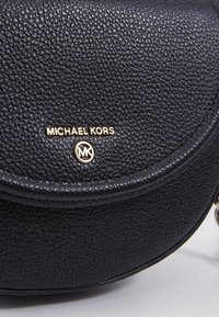 MICHAEL Michael Kors - JET SET DOME - Schoudertas - black - 3