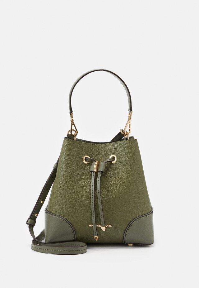 MERCER GALLERY - Across body bag - army green