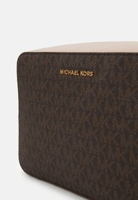 MICHAEL Michael Kors - JET SET CAMERA BAG  - Schoudertas - brown/softpink - 5