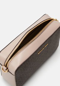 MICHAEL Michael Kors - JET SET CAMERA BAG  - Schoudertas - brown/softpink - 4