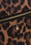 MICHAEL Michael Kors - KELSEY BACKPACK  - Tagesrucksack - brown