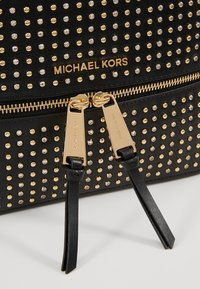 MICHAEL Michael Kors - RHEA ZIP BACKPACK - Reppu - black - 2
