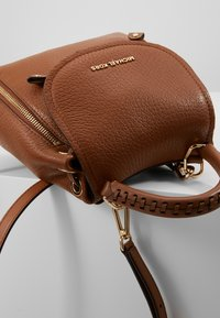 MICHAEL Michael Kors - MATTE PEBBLE - Batoh - luggage - 6