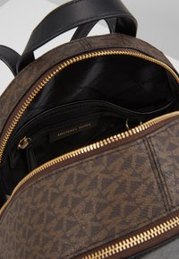 MICHAEL Michael Kors - CHEETAH AND STUDS RHEA ZIP BACKPACK - Ryggsekk - brown multi - 4