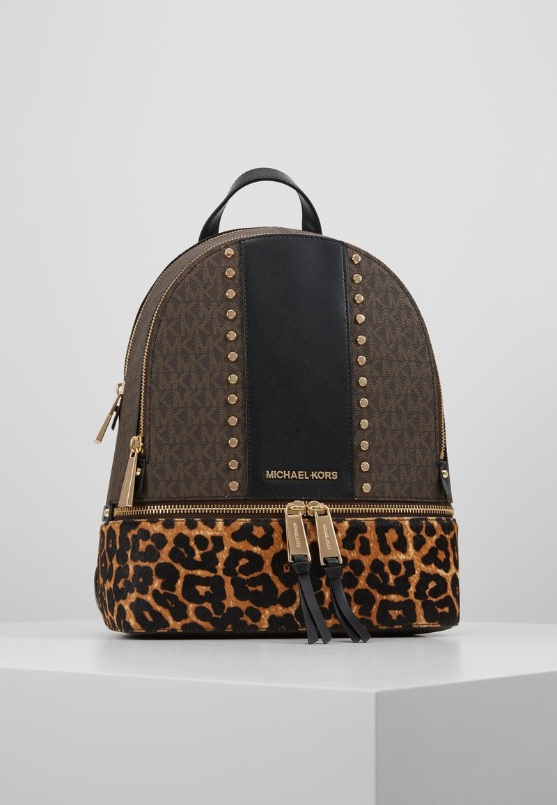 MICHAEL Michael Kors - CHEETAH AND STUDS RHEA ZIP BACKPACK - Ryggsekk - brown multi
