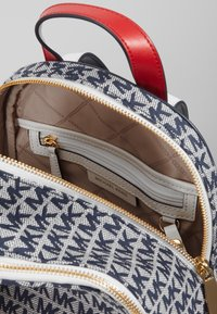 MICHAEL Michael Kors - BACKPACKRHEA ZIP - Rucksack - ivory/multi - 3