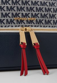 MICHAEL Michael Kors - BACKPACKRHEA ZIP - Rucksack - ivory/multi - 4