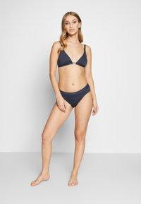MICHAEL Michael Kors - LOGO SOLIDS BELTED BOTTOM - Bikinibukser - new navy - 1