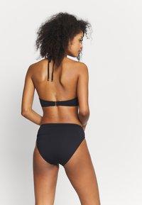 MICHAEL Michael Kors - SOLID LOGO CHAIN HALTER TWIST - Góra od bikini - black - 2