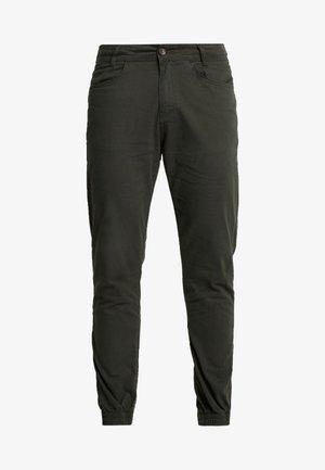 COMPASS PANTS - Pantalones - moss